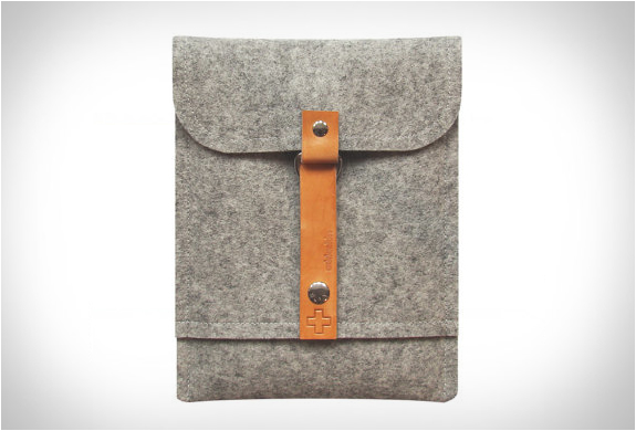 addaskin-wool-ipad-sleeve-2.jpg