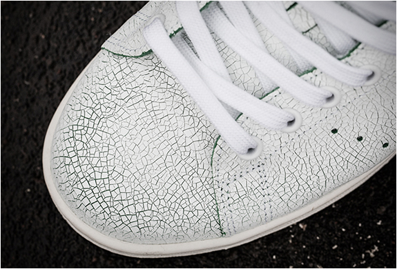f5b229b23591 adidas originals stan smith crack  adidas stan smith cracked leather 3 image
