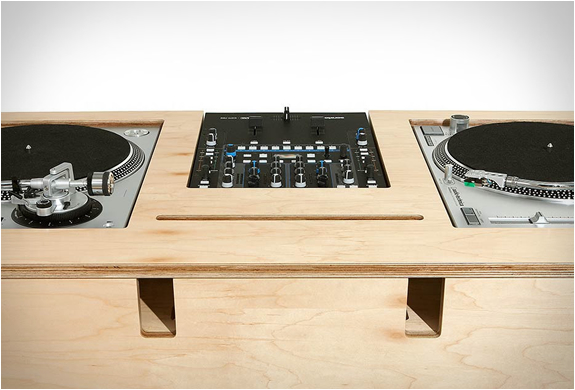 Dj Stand By Atocha Design
