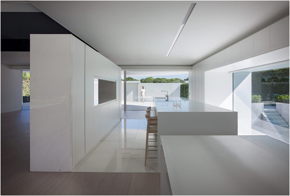 balint-house-fran-silvestre-architects-10.jpg
