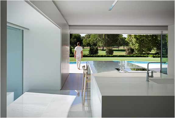balint-house-fran-silvestre-architects-11.jpg