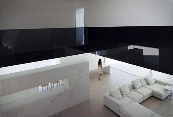 balint-house-fran-silvestre-architects-12.jpg