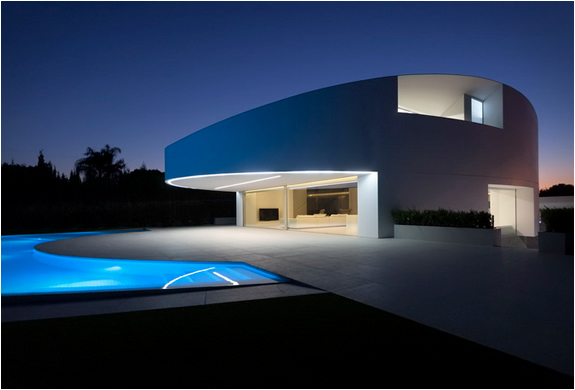 balint-house-fran-silvestre-architects-4.jpg | Image