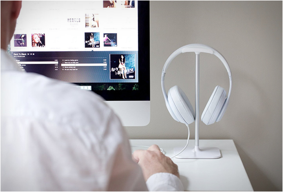 bluelounge-posto-headphone-stand-3.jpg | Image