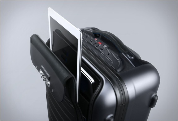 bluesmart-smart-carry-on-6.jpg