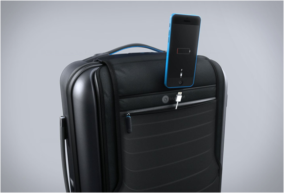bluesmart-smart-carry-on-7.jpg