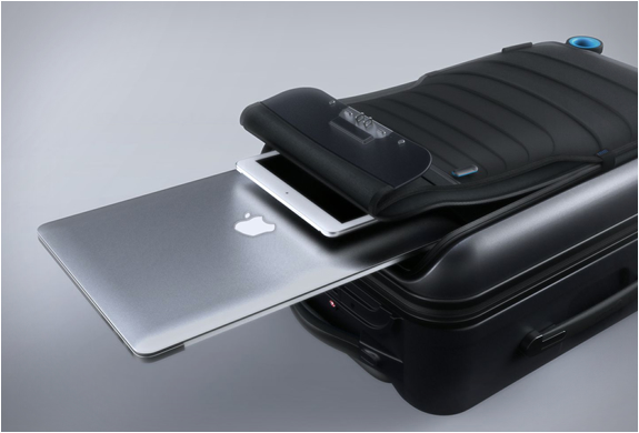 bluesmart-smart-carry-on-8.jpg