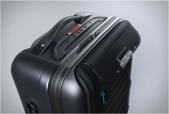 bluesmart-smart-carry-on-9.jpg