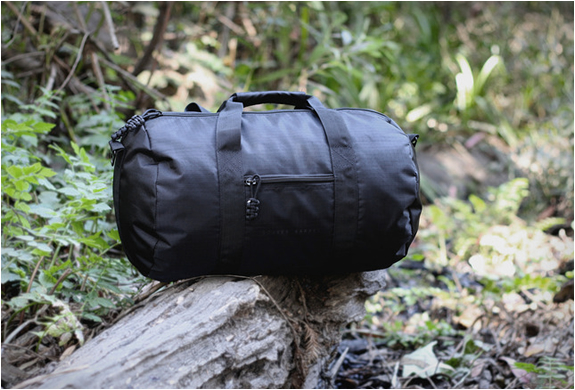 BOMBER BARREL BAG | Image
