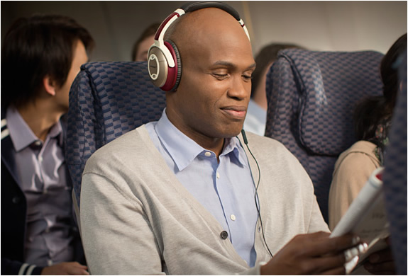 bose-custom-quietcomfort-15-headphones-3.jpg | Image