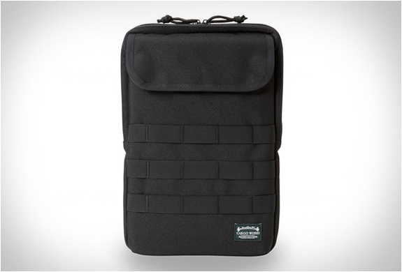 Tactical sleeves by cargo works for Housse macbook air 13 paul smith