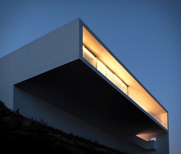 cliff-house-fran-silvestre-arquitectos-3.jpg | Image