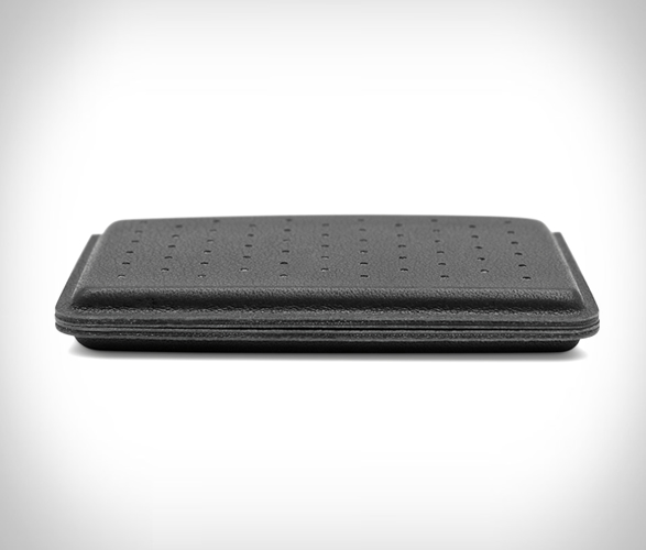 discommon-thermoformed-card-wallet-2.jpg | Image