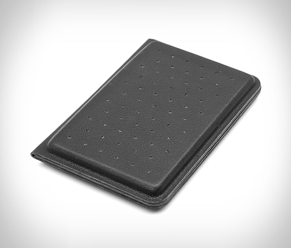 discommon-thermoformed-card-wallet-4.jpg | Image