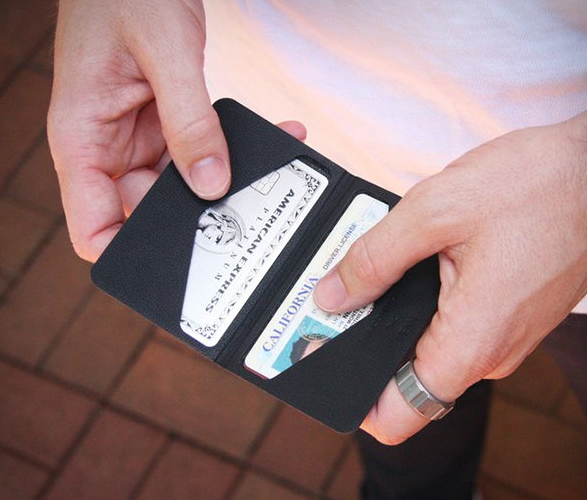 discommon-thermoformed-card-wallet-5.jpg | Image