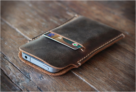 DISTRESSED LEATHER IPHONE 5 CASE | Image