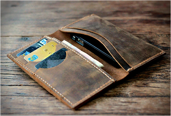 DISTRESSED LEATHER IPHONE 5 WALLET | Image