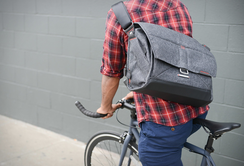 EVERYDAY MESSENGER BAG | Image