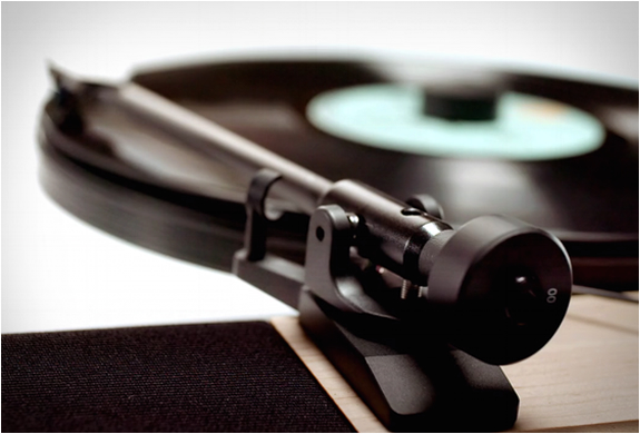 floating-record-vertical-turntable-6.jpg