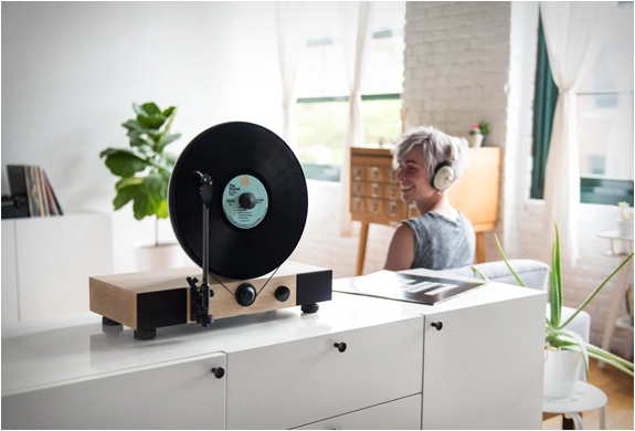 floating-record-vertical-turntable-8.jpg