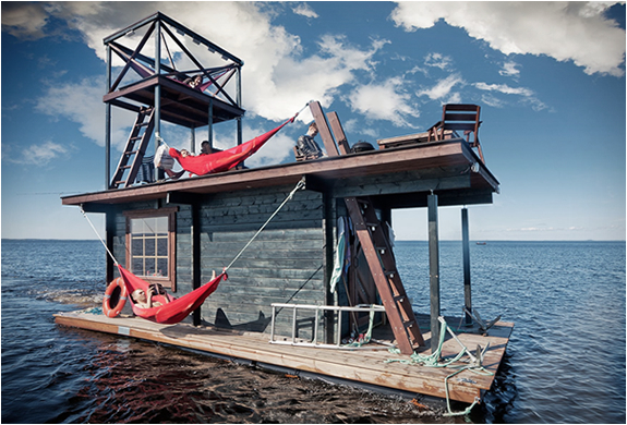 FLOATING SAUNA HOUSEBOAT | Image