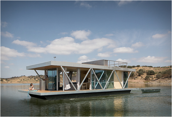 FLOATWING HOUSEBOAT | Image