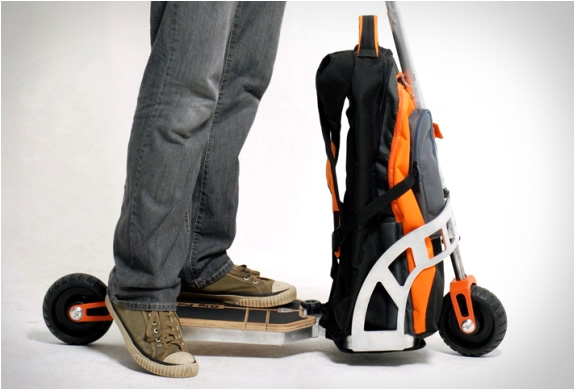 gustavo-brenck-scooter-backpack-5.jpg | Image