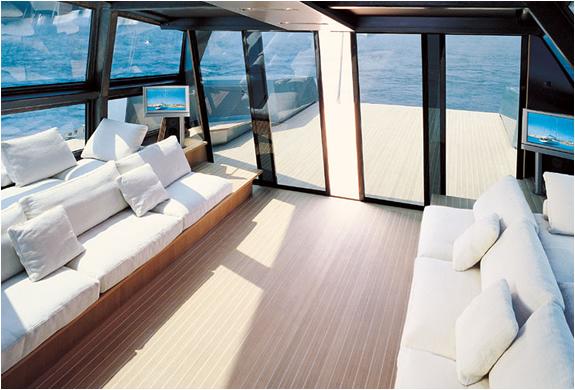 img_118_wallypower_yacht_4.jpg