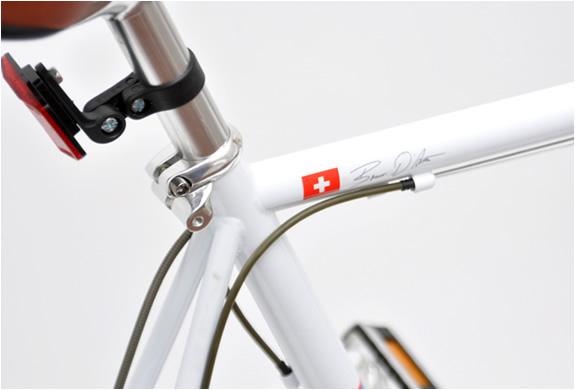 img_20_racer_white_bicycle_2.jpg