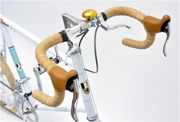 img_20_racer_white_bicycle_3.jpg