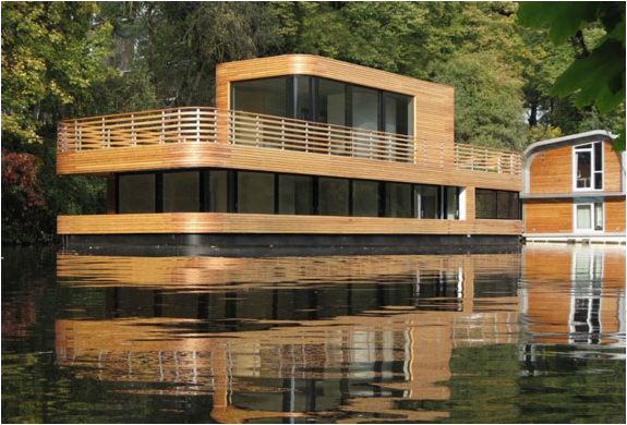 Amazing Houseboat | Image