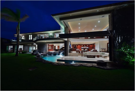 AMAZING OCEANFRONT VILLA FOR SALE IN MAUI HAWAII | Image