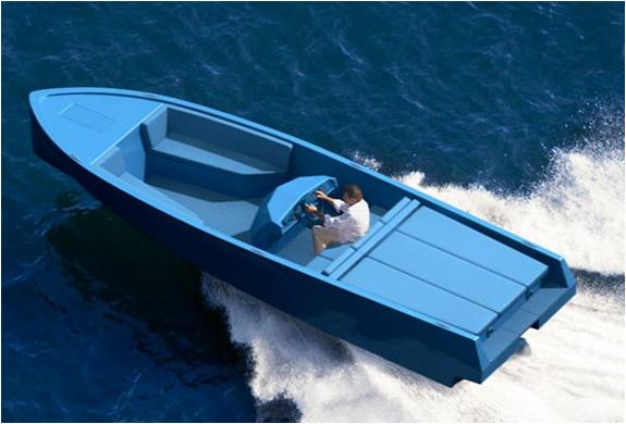 img_blue_boat_2.jpg