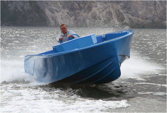 img_blue_boat_3.jpg