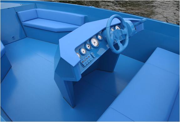 img_blue_boat_4.jpg