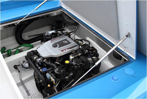 img_blue_boat_5.jpg