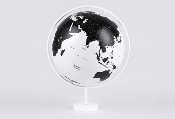 CORONA BLACK AND WHITE GLOBES | BY NENDO | Image