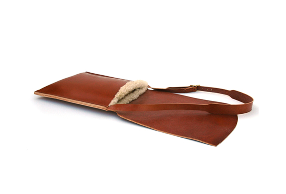 img_de_bruir_sheepskin_laptop_bag_4.jpg | Image