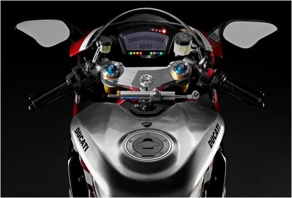 img_ducatti_superbike_1198_4.jpg