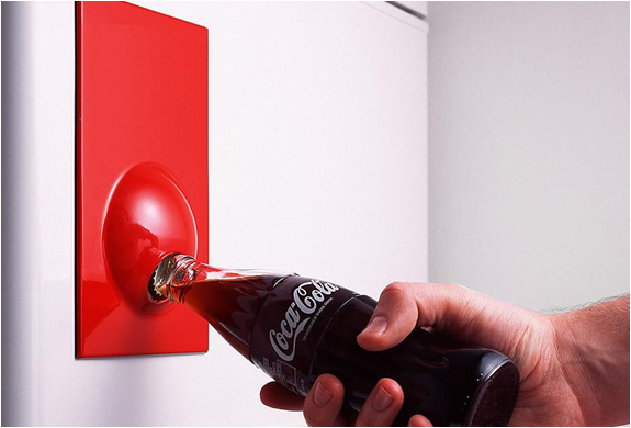 FRIDGE MAGNET BOTTLE OPENER | Image