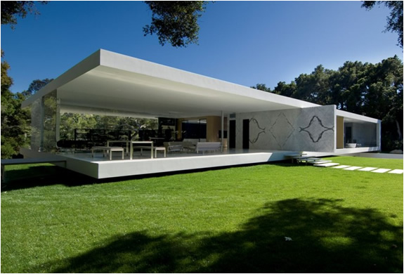 The glass pavillion house by steve hermann for Glass houses for sale in california