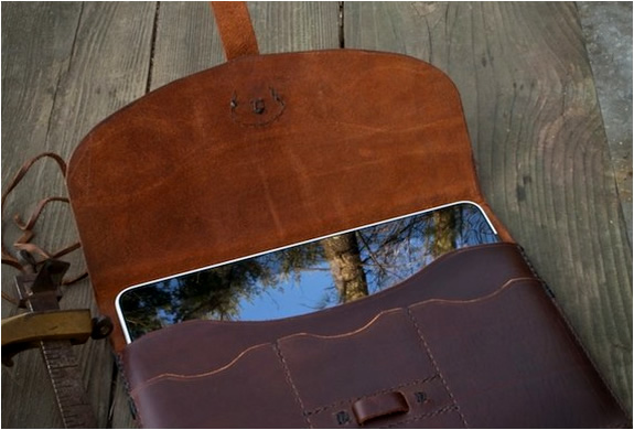 img_hand_stitched_ipad_case_4.jpg