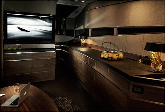 img_hedonist_yacht_artofkinetik_5.jpg