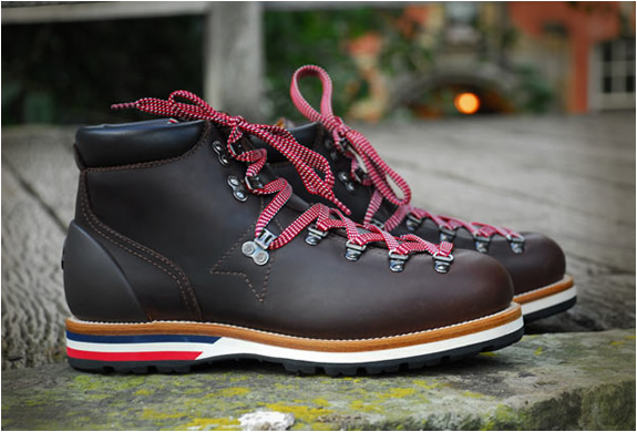 MONCLER V LEATHER MOUNTAIN BOOTS | Image