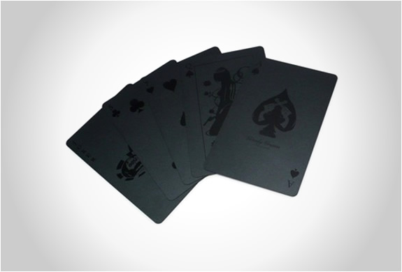 img_monochromatic_deck_cards_2.jpg