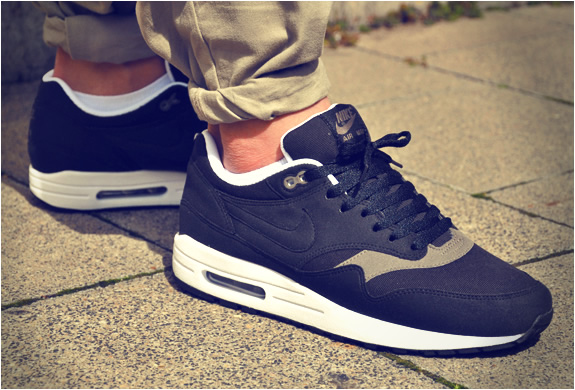 NIKE AIR MAX 1 BLACK SMOKE | Image