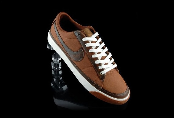 NIKE BLAZER LOW BROWN CANVAS SNEAKERS | Image