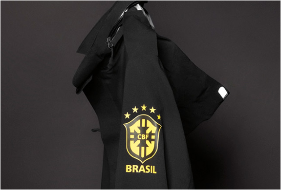 THE BRASIL BLACK PACK | NIKE SPORTSWEAR | Image