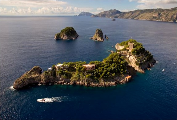 PROPERTY WITH 3 ISLANDS AND A MANSION FOR SALE | AMALFI COAST ITALY | Image