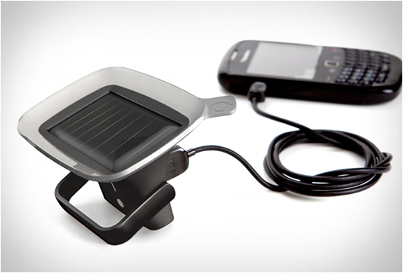 img_quirky_ray_solar_powered_charger_2.jpg | Image